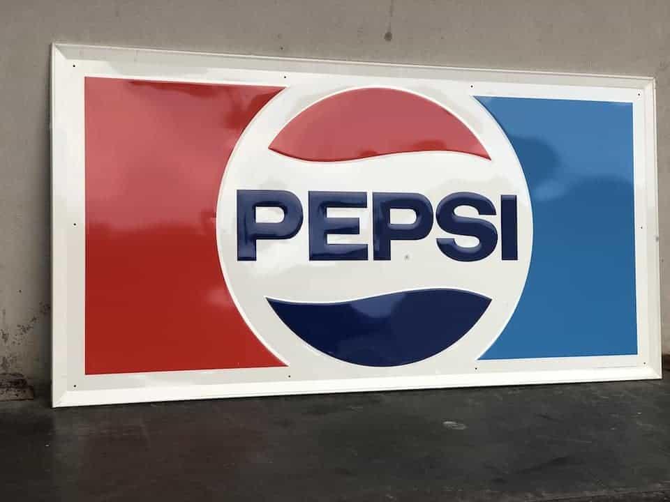 Riesiges Pepsi Metallschild