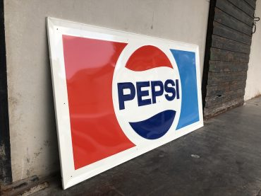 Riesiges Pepsi Metallschild
