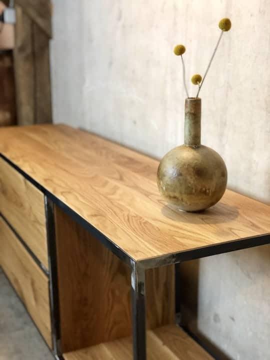 Industrial Stahlmöbel mit Eichenholz