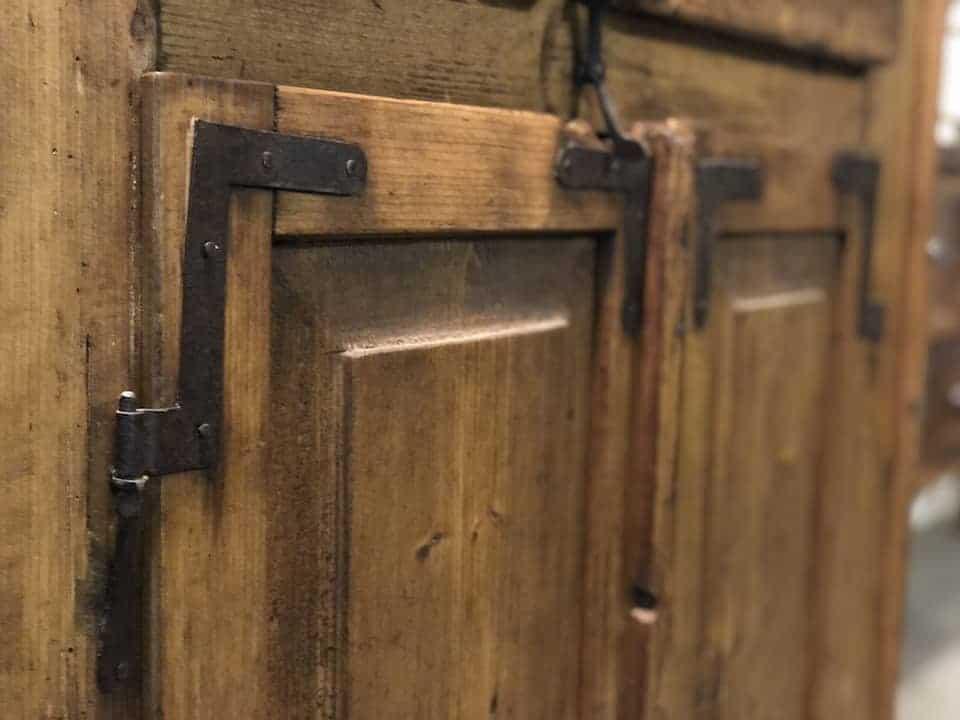 Antiker Weichholzschrank aus Fichte