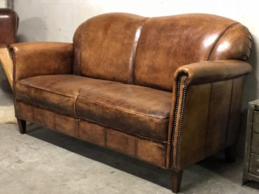 Schfaleder Sofa im Chesterfield Look
