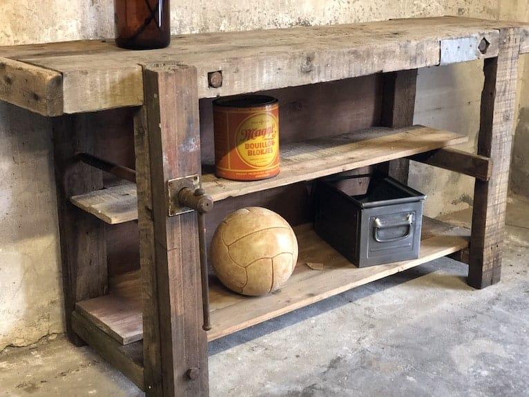 Antike Werkbank als Waschtisch
