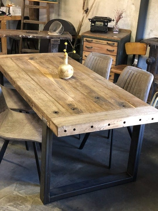 Tisch aus antiken Eichenbalken